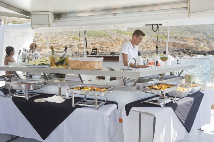 mallorca-catamarans-attraction-buffet